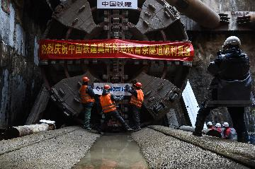 Feature: Chinese builders expand metro network in Moscow