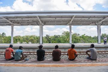 """通讯:""""一带一路""""合作为斯里兰卡铁路史开启新篇章"""