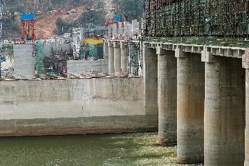 """中國對""""一帶一路""""沿線國家直接投資超900億美元"""