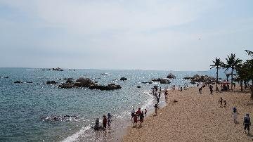 Chinas island province Hainan sees tourism revenue grow in H1