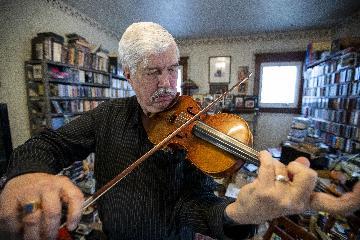 """通讯:一位美国音乐家的46年中国""""琴缘"""""""