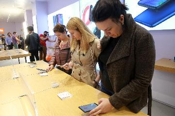 US-China trade uncertainty adds to global smartphone growth woes