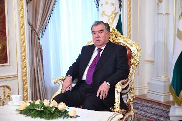 """塔吉克斯坦總統拉赫蒙:塔方願與中國在""""一帶一路""""框架下繼續發展雙邊合作"""