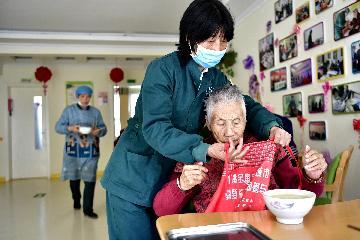 國務院常務會議決定對養老托幼家政等社區家庭服務業加大稅費優惠政策支持