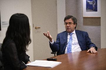 """专访:""""一带一路""""框架下中拉合作空间广阔--访泛美开发银行行长莫雷诺"""