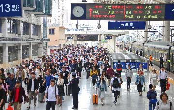 China reports over 16 mln railway trips on last day of May Day holiday