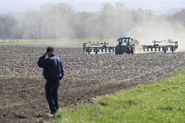 美国农民信心降至近三年来最低