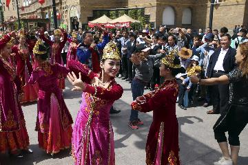Over 10 bln yuan invested in Xinjiangs tourism industry