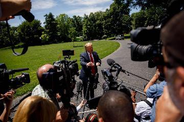 美媒批評特朗普關稅大棒擾亂全球經濟和金融市場