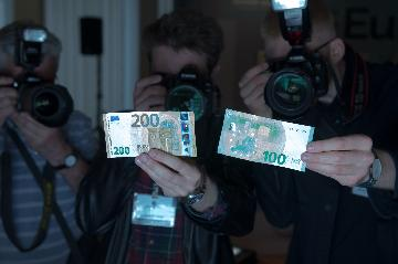 财政部成功发行40亿欧元主权债券