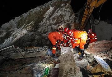 应急管理部:多支应急救援队伍已赶赴四川长宁震区救援救灾