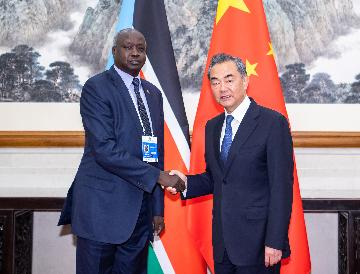 South Sudan, China explore closer cooperation in oil sector