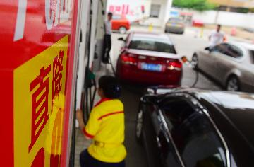 China to cut retail fuel prices