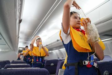 Chinas civil aviation industry records 108,955 flight attendants in 2019