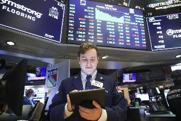 Wall Street reaps gains as Powells dovish testimony