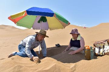 Across China: Sand therapy heats up Chinas fire land