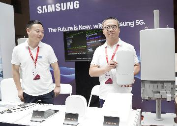S. Koreas Samsung Electronics operating profit halves in Q2