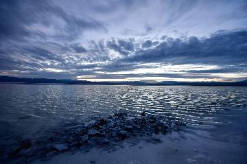 全國湖鹽最大的現代化采鹽船在青海省即將投產運行