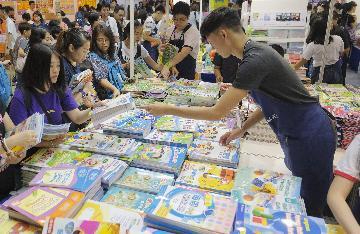 2028年香港人口将达789万 新界人口最多