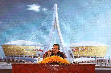 柬埔寨首相說中國援柬國家體育場是柬中合作碩果