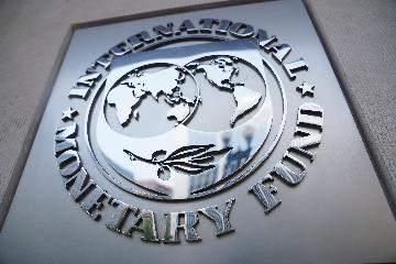 "IMF cuts global growth projection,sees ""tentative signs of stabilization"""