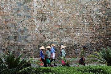 Foreign visitors to Vietnam up 13 pct in 10 months