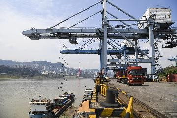 China secures resilient trade growth amid soft global demands
