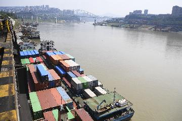 Chinas exports up 2.6 pct in August, imports down 2.6 pct