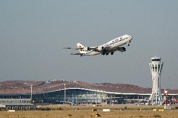 北京大興國際機場國際及港澳臺航線正式開航 首批出入境旅客順利通關