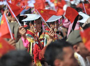 新华社社评:铸就新时代中国的更大辉煌--热烈庆祝中华人民共和国成立70周年
