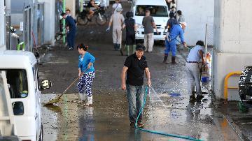 """颱風""""海貝思""""致日本中部一河流潰堤百餘人受困"""