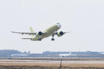 "C919大型客機106架機首飛成功 正式進入""6機4地""大強度試飛階段"