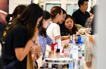 Chinas retail sales up 8 pct in 2019