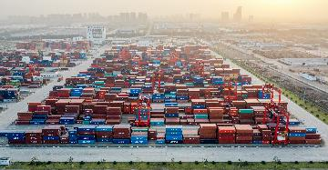 Chinas foreign trade up 2.4 pct in first ten months