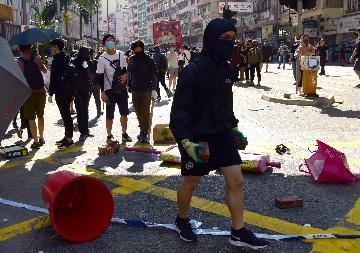 暴力分子在香港多地大肆破坏
