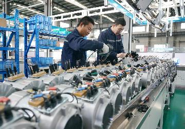 Chinas industrial profits drop 2.9 pct in first 10 months