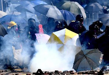 """國務院港澳辦發表聲明強烈譴責美方將""""香港人權與民主法案""""簽署成法"""