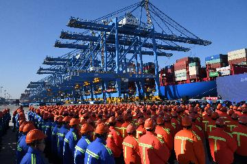 China issues guideline for high-quality trade development