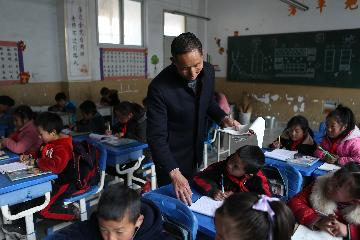 China issues guideline to reduce burden of teachers