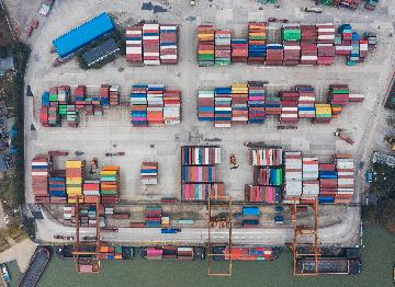 Private firms lead Chinas imports, exports for first time