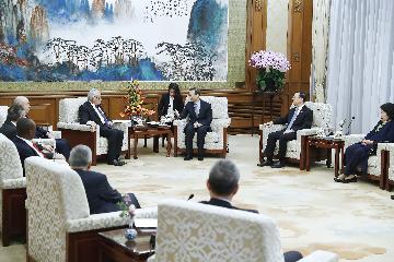 """杨洁篪集体会见""""一带一路""""国际合作高峰论坛咨询委员会委员"""