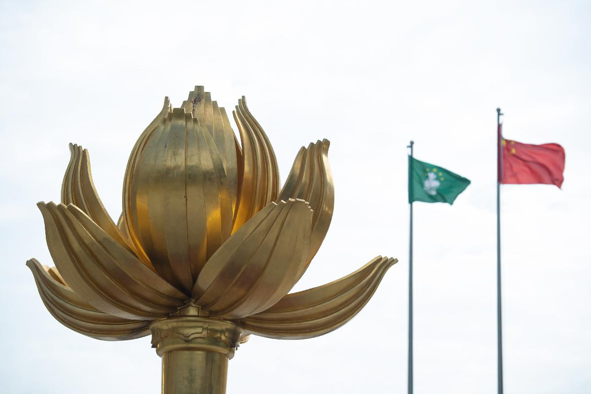 外交部驻港公署发言人敦促外国政客停止颠倒黑白、干预香港事务