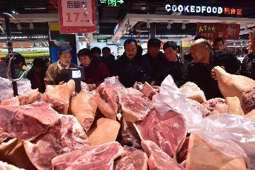 国家发改委:春节前后将继续组织投放冻猪肉储备