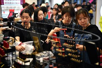 China further cuts costs for business in 2019