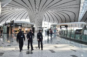 More flights move to Beijings new airport