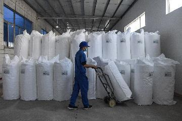 Chinas melt-blown nonwoven fabric capacity expands amid virus fight