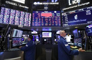 道指狂泻逾千点 国际油价暴跌近4% 避险资产价格大幅上涨
