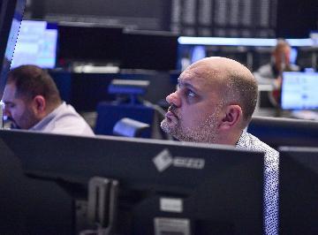 German shares edge down 0.33 pct