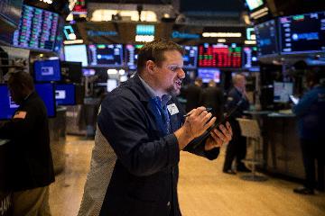 綜述:美國金融市場因擔憂疫情加劇大幅震盪