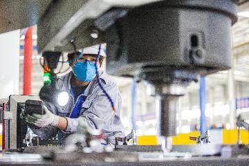 Chinas major industrial enterprises near full production resumption